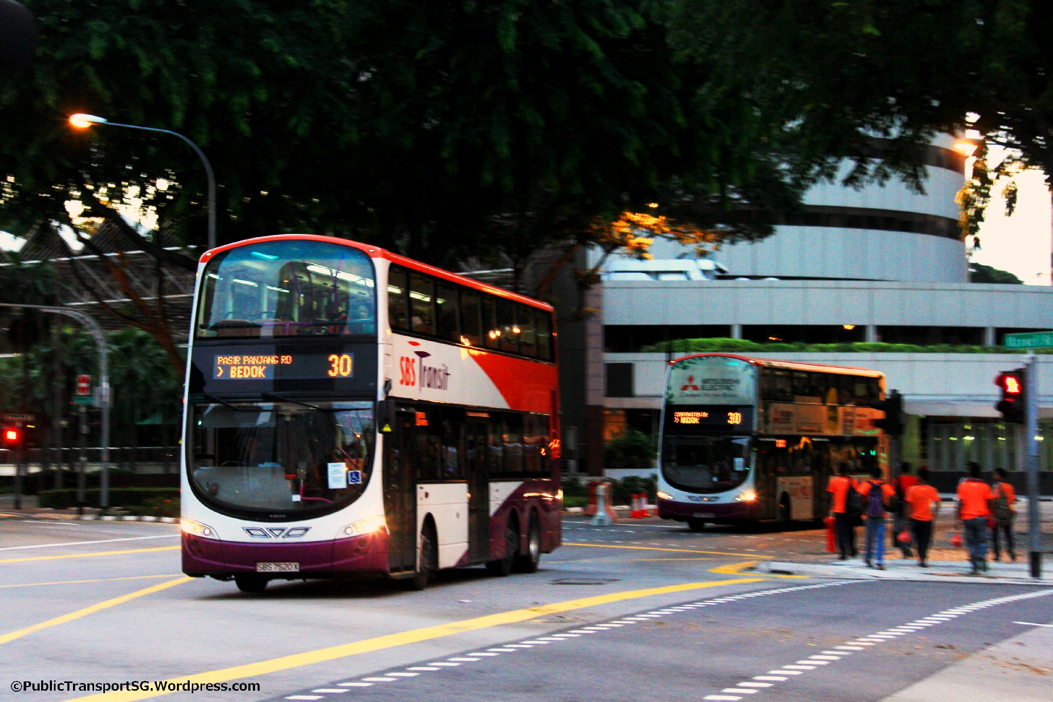 Service 30 bunching along Anson Rd / Cecil St
