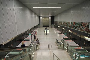Botanic Gardens MRT Station - Overhead view of CCL platform from concourse level