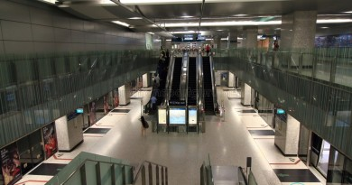 Bayfront MRT Station - Overhead view of Upper platform from concourse level