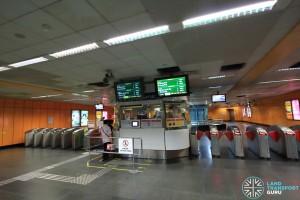 Newton MRT Station - NSL Passenger Service Centre & Faregates