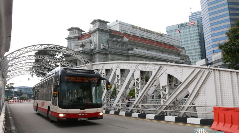 SMRT Bus passing through Anderson Bridge