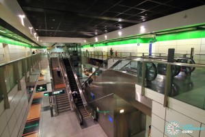 Dakota MRT Station - Overhead view of platform from concourse level