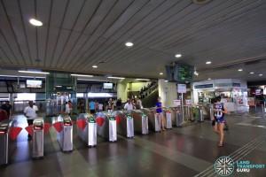 Admiralty MRT Station - Passenger Service Centre & Faregates