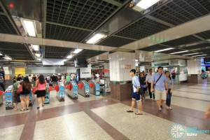 City Hall MRT Station - Passenger Service Centre & Faregates