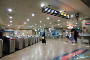 Marina Bay MRT Station - Transfer linkway with faregates leading to Exit B