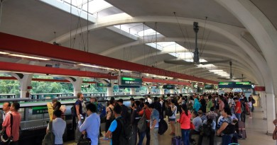 Tanah Merah MRT Station - Crowded platform waiting for Changi Airport-bound train