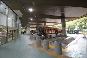 Toa Payoh Interchange - End-on berths with automatic doors