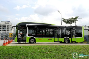 SG4002G in Woodlands Bus Park: Nearside profile