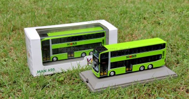 Knackstop MAN A95 bus model - Original packaging and unpackaged bus