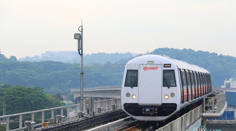 C151B train passing a CBTC antenna