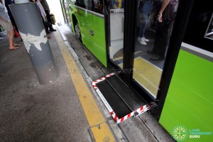 SBS Transit MAN A95 ND323F (SG5835M) - Automated Wheelchair Ramp in operation