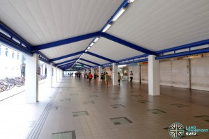 Tampines MRT Station - Unpaid link between East West Line & Downtown Line Stations