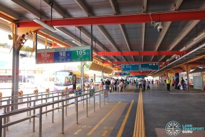 Jurong East Temporary Interchange - Berth B3 & 143M queue line