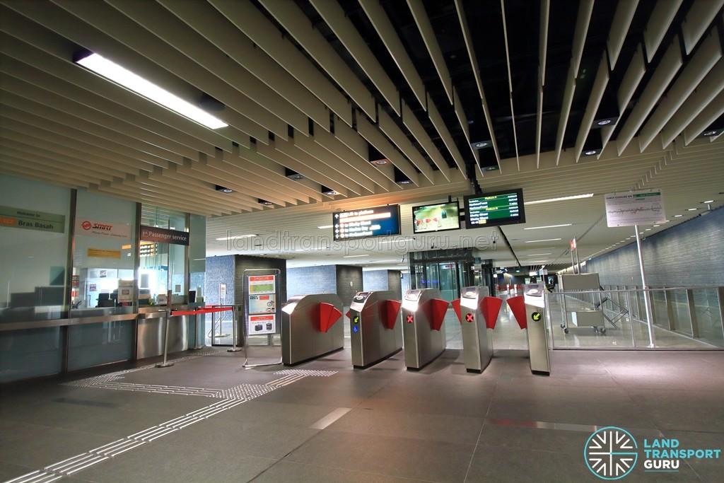 Bras Basah MRT Station - Passenger Service Centre & Faregates