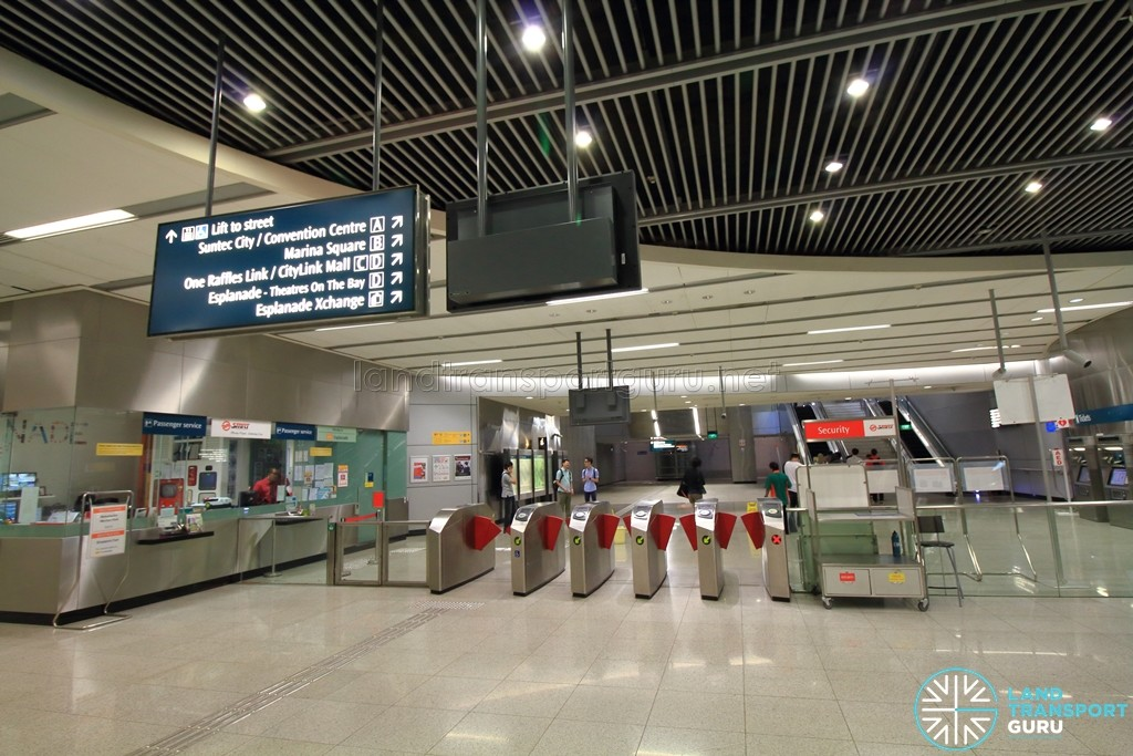 Esplanade MRT Station - Passenger Service Centre & Faregates (East concourse)