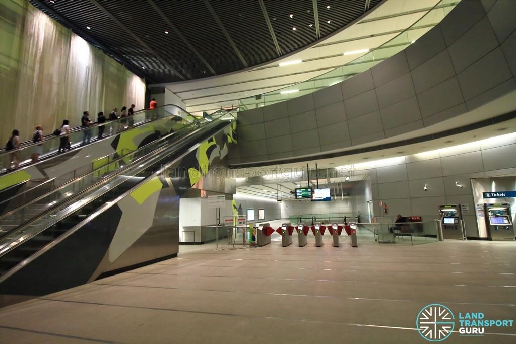 Esplanade MRT Station - Faregates (West concourse) - Unpaid area