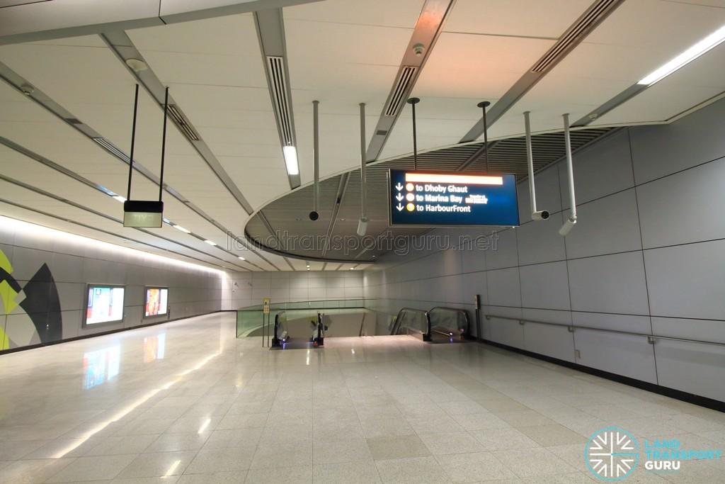 Esplanade MRT Station - Faregates (East concourse) - Paid area