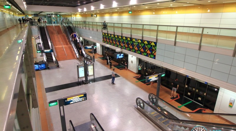 MacPherson MRT Station - Overhead view of platform from concourse level