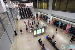 Serangoon MRT Station - Overhead view of CCL platform from concourse level