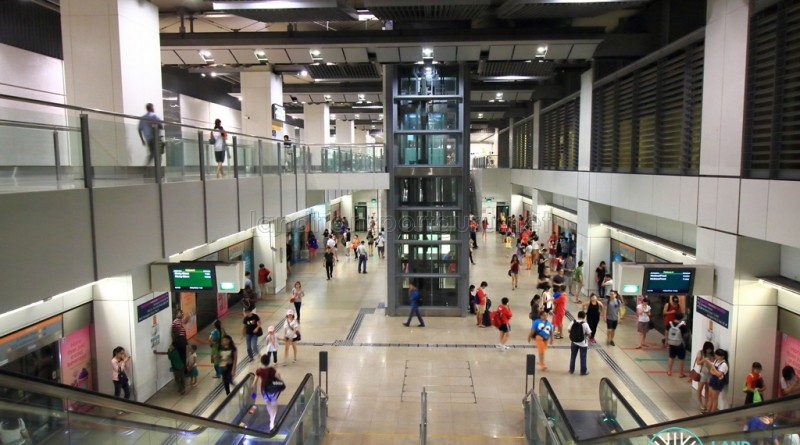 Serangoon MRT Station - Overhead view of CCL platform from West staircase
