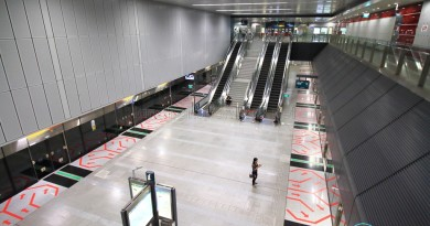 Caldecott MRT Station - Overhead view of platform from concourse level