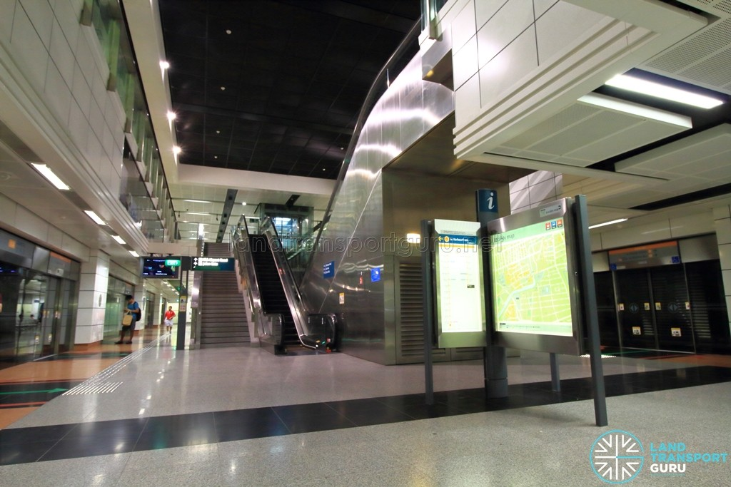 Dakota MRT Station - Platform level
