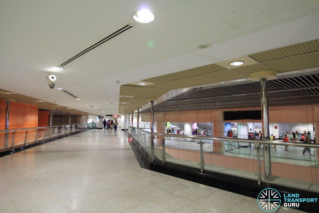 Dhoby Ghaut MRT Station - Unpaid link - Connecting Exit B & Dhoby Ghaut Xchange to NEL Ticket Concourse