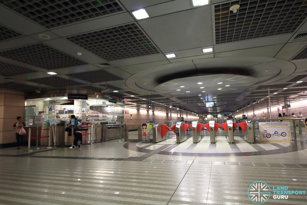 Kovan MRT Station - Passenger Service Centre & Faregates