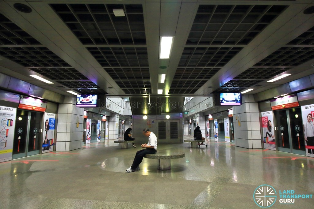 Clarke Quay MRT Station - Platform level