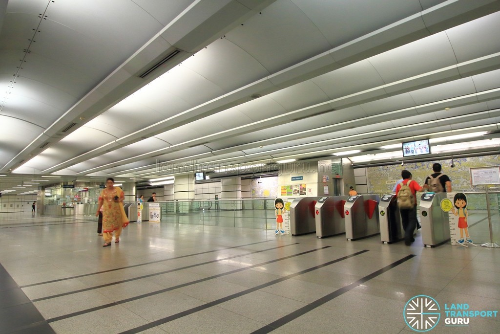 Boon Keng MRT Station - Passenger Service Centre & Faregates