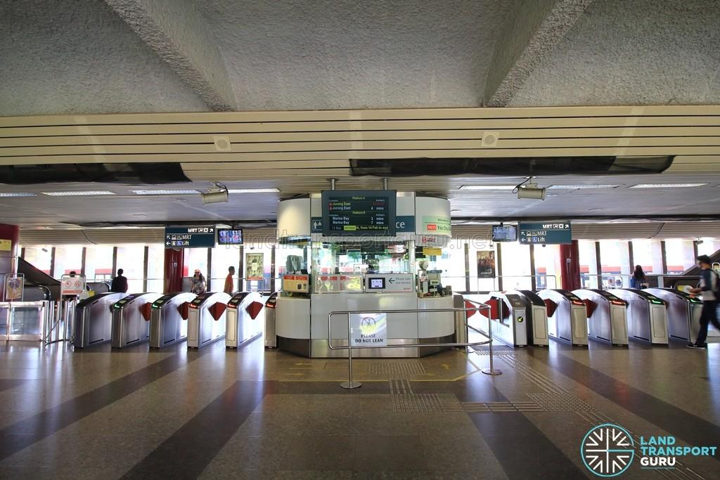 Yio Chu Kang MRT Station - Passenger Service Centre & Faregates