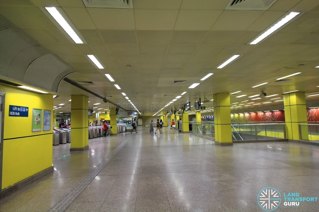 Toa Payoh MRT Station - Ticket concourse (Paid area)