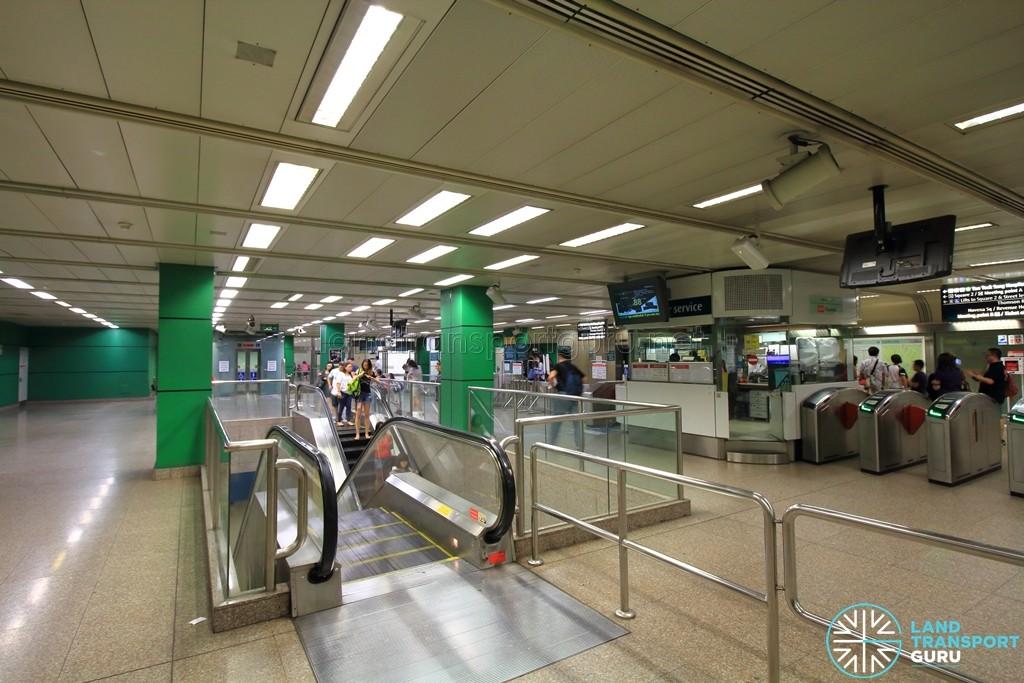 Novena MRT Station - Ticket concourse (Paid area)