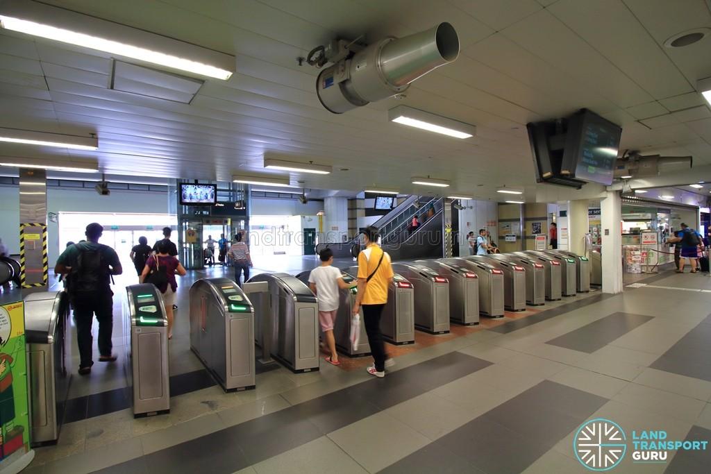 Woodlands MRT Station - NSL Passenger Service Centre & Faregates