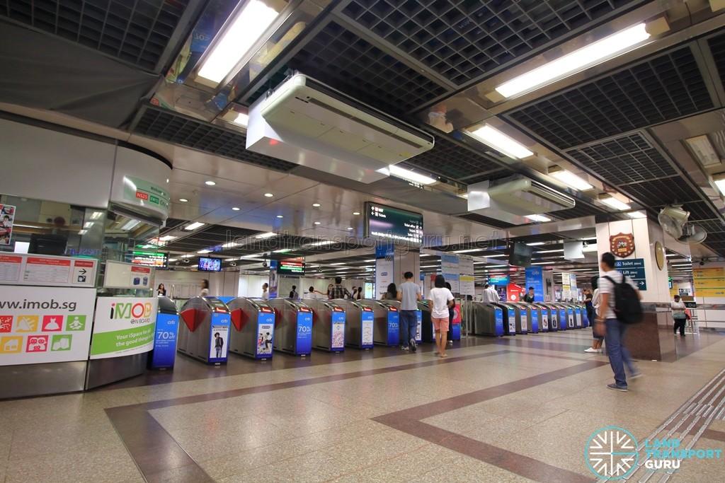 City Hall MRT Station - Passenger Service Centre & Faregates