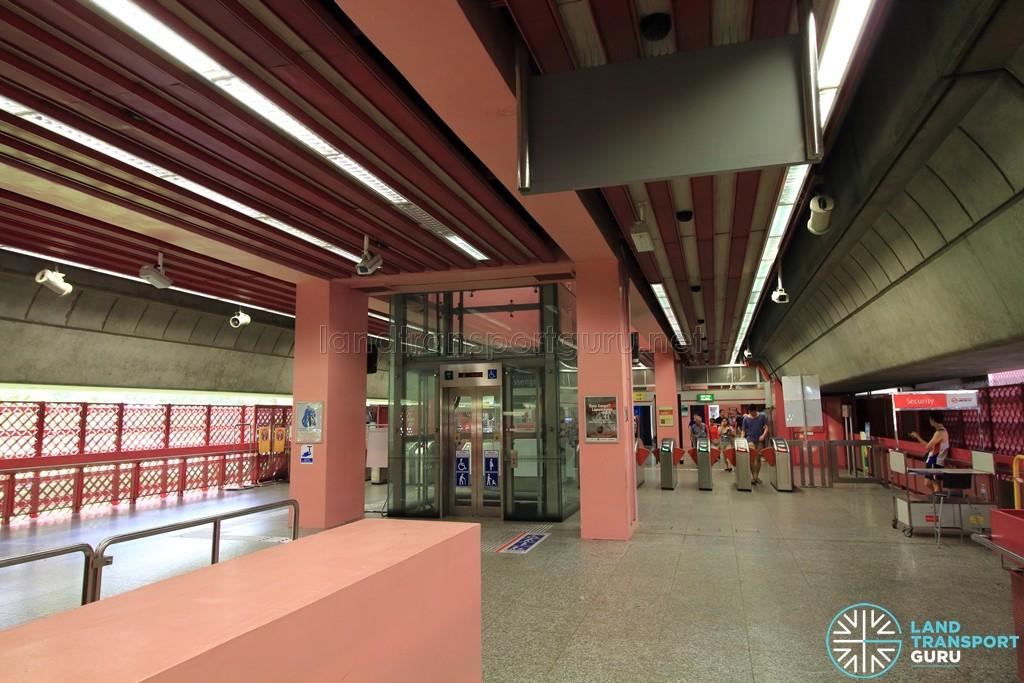 Redhill MRT Station - Concourse level