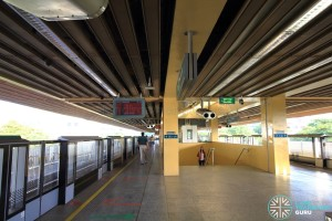 Commonwealth MRT Station - Platform level