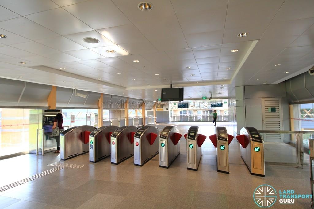Commonwealth MRT Station - South Ticket Concourse - Faregates