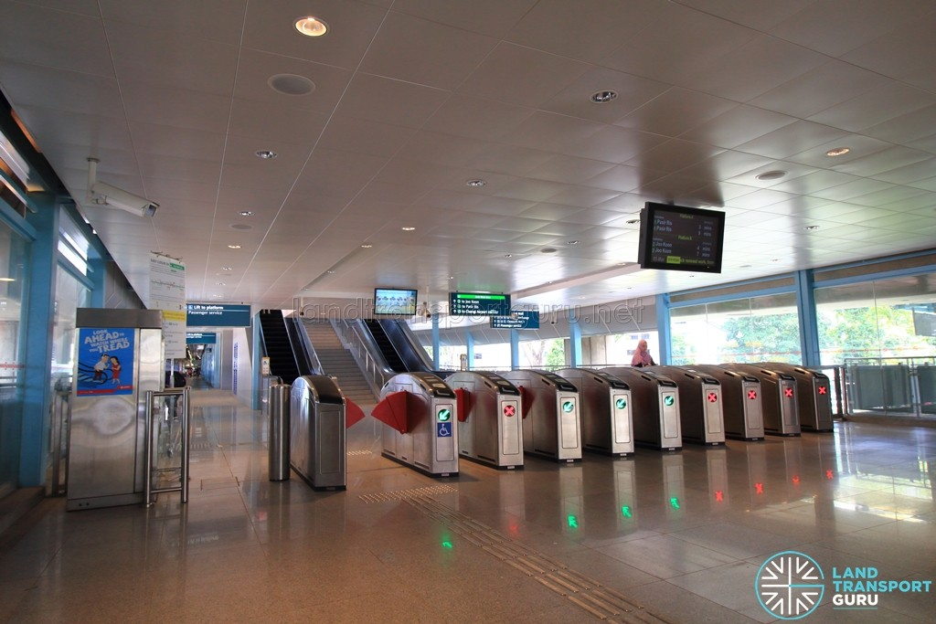 Clementi MRT Station - South Ticket Concourse (Newer) - Faregates