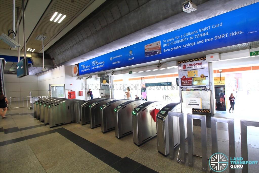 Boon Lay MRT Station - Faregates