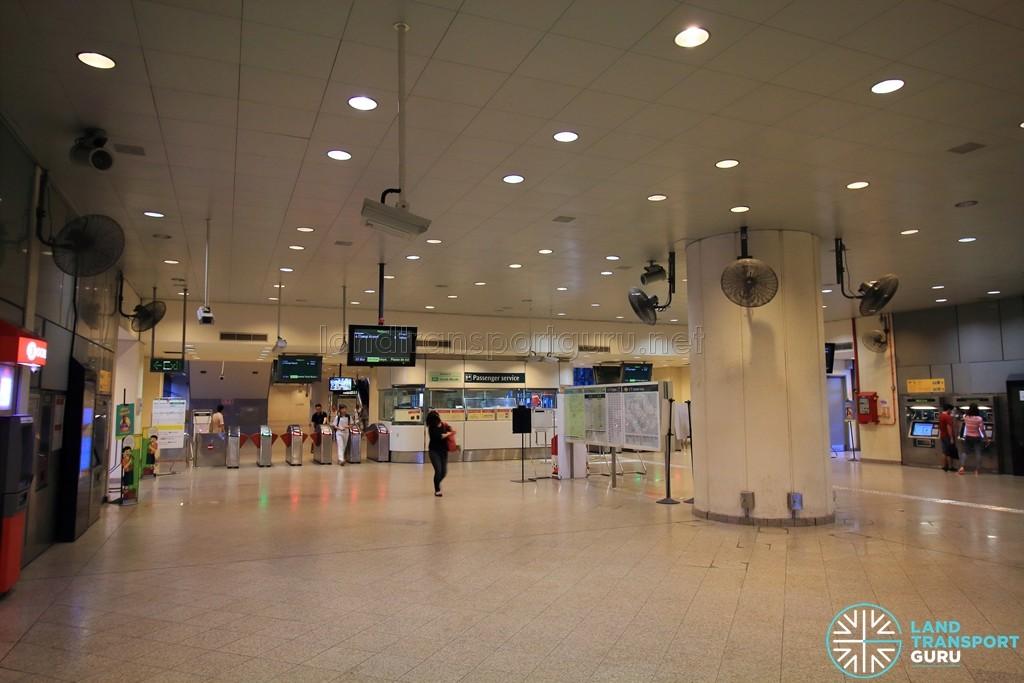 Tanah Merah MRT Station - Ticket Concourse