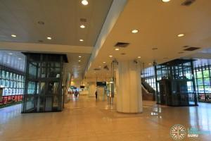 Tanah Merah MRT Station - Paid areas underneath platforms