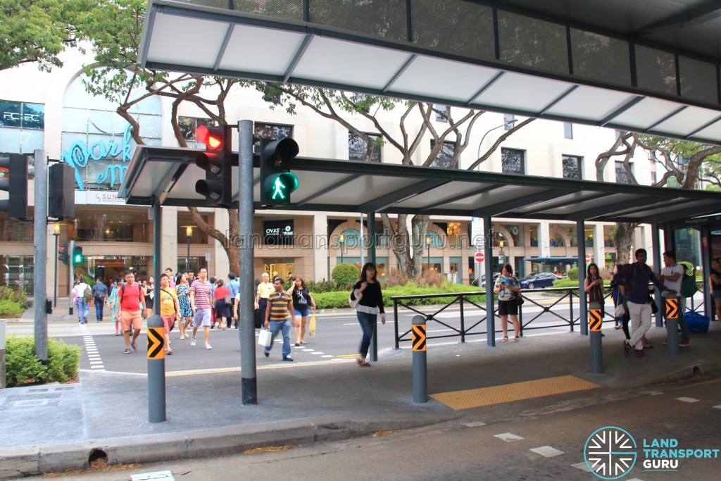 Traffic Light Crossing at Bus Stop 08031 - Dhoby Ghaut Stn, Penang Road