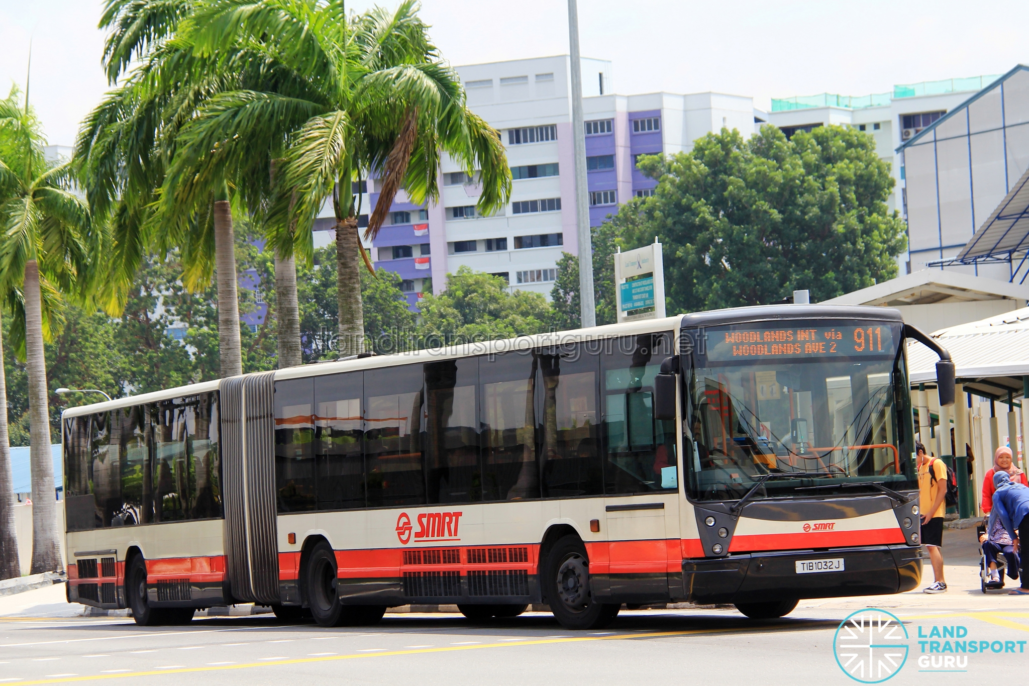 SMRT Mercedes-Benz O405G Habit