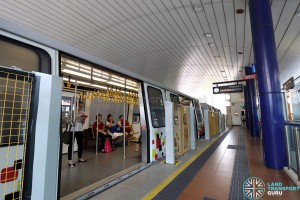 Platform edge barriers at Keat Hong station