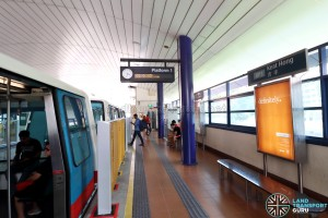 Platform edge barriers at Keat Hong station