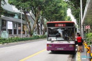 SBS Transit Volvo B10M MkIV (SBS2799S) - Service 123