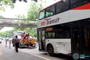 Accident bus at Hougang Ave 2 (Blk 634) bus stop preparing for towing