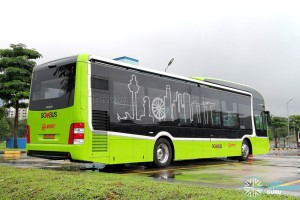 SG4002G in Woodlands Bus Park: Rear offside