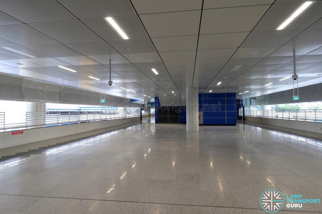 Gul Circle MRT Station - Concourse paid area